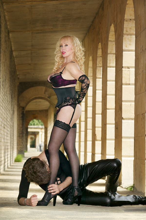 London Mistress And Bislave